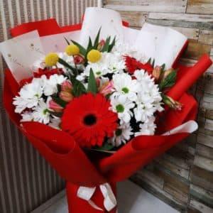 букет с герберами хризантемой