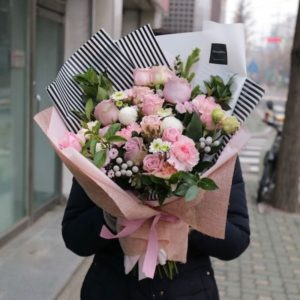 шикарный микс с пионовидными розами