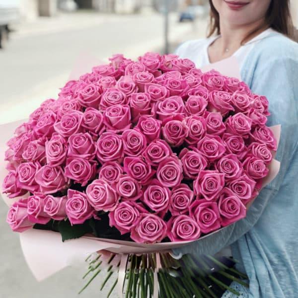 101 розовая роза