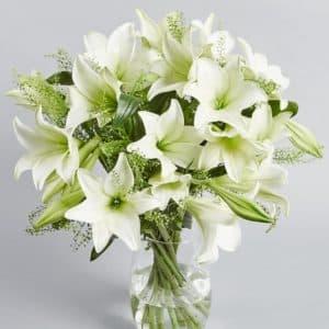 Букел белых лилий