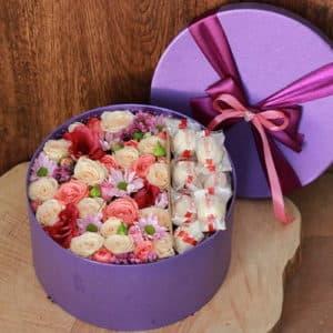 Кустовая роза, конфеты