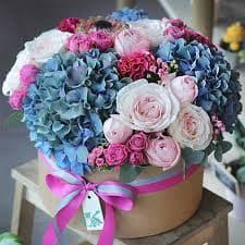 Ароматный букет из хризантем и роз