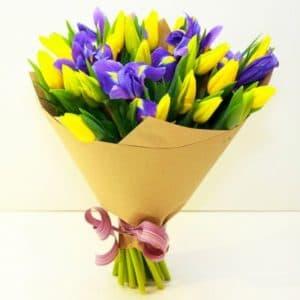 Желтые тюльпаны и ирис