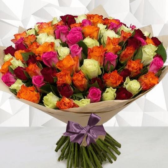 Разноцветные розы букет