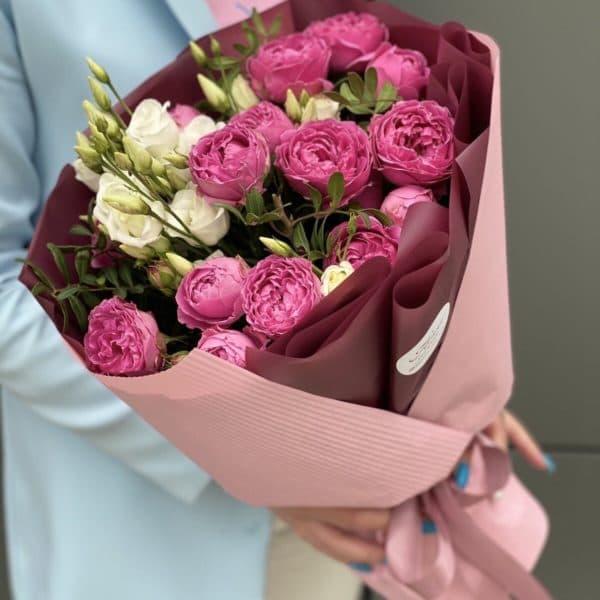 эустома с розой
