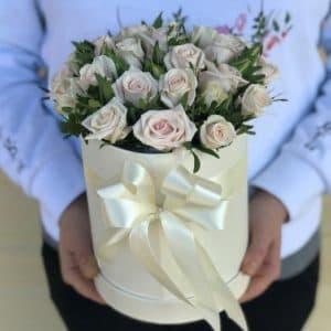 """Коробки с цветами """"Кремовая кустовая роза"""""""