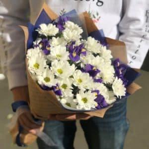 """Цветы с доставкой """" Белые хризантемы  с ирисами """""""