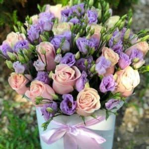 """Нежные розы и Эустома в коробке """"Особый случай"""""""