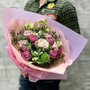 Нежный букет с розами