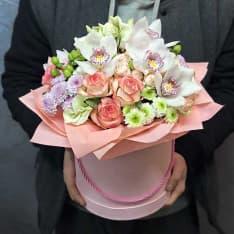 коробка с орхидеей розами