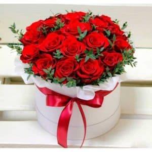 15 красных крупных роз в коробке R532