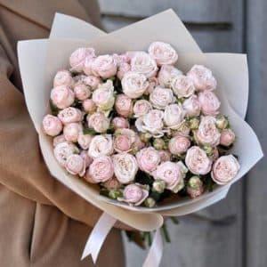 15 веток пионовидной розы в нежной упаковке