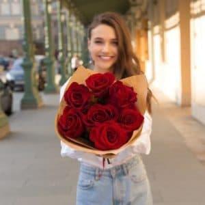 7 Красных Роз Эквадор (60 см.) крафт