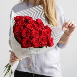 Букет 15 красных роз R67