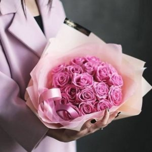 Букет 15 розовых роз в красивой упаковке