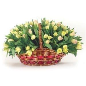 101 желтый тюльпан в корзине