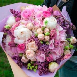 Букет из пионовидных роз, эустомы