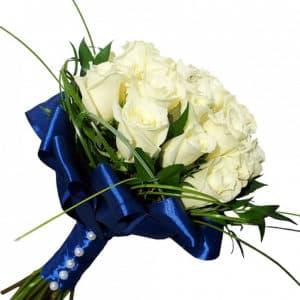 Букет невесты из 19 белых роз