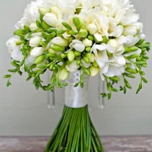 Букет невесты из 51 белой фрезии