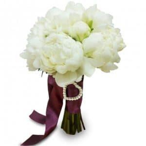 Букет невесты из 7 белых пионов