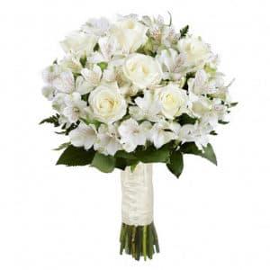 Букет невесты из белых роз и альстромерий