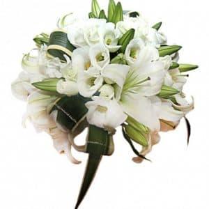 Букет невесты из лилий и эустомы