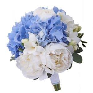 Букет невесты из пионов и голубой гортензии