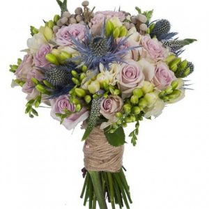 Букет невесты из пионовидных роз и брунии