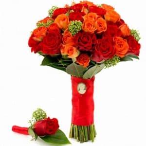 Букет невесты из скимии и роз