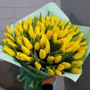 букет желтых тюльпанов