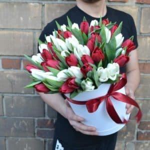 Шикарные тюльпаны в коробке