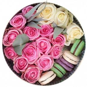 Цветы в коробке с макарони малая 3