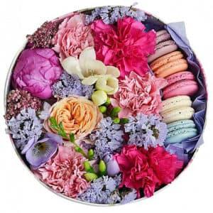 Цветы в коробке с макарони малая 4