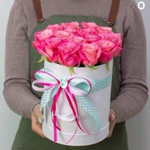 """Цветы с доставкой """"Розовые сны в шляпной коробке"""""""