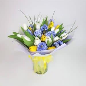 Букет желтых тюльпанов и гвоздик