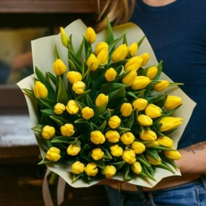 25 и 51 желтый тюльпан