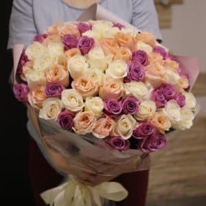 101 белая, лиловая и персиковая роза