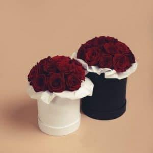 Красные розы в маленькой и средней коробке