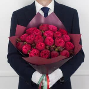 21 пионовидная красная роза