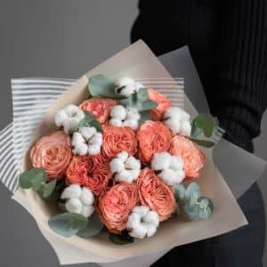 Пионовидные розы с хлопком