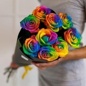 9 радужных роз