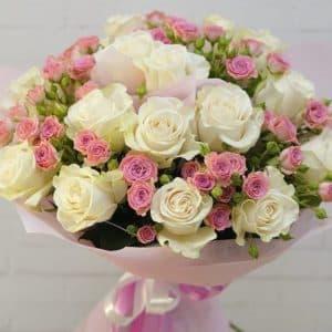 Букет эустом, кустовых и одноголовых роз