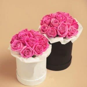Розовые розы в маленькой и средней коробке