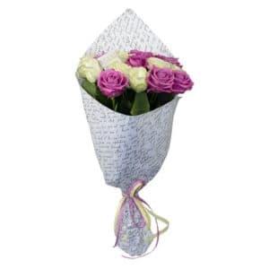 19 белых и лиловых роз