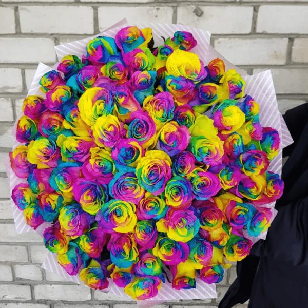 75 радужных роз