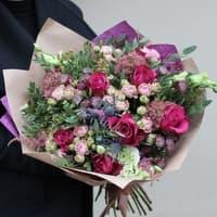 Сборный букет из кустовых и пионовидых роз