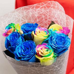 9 синих и радужных роз