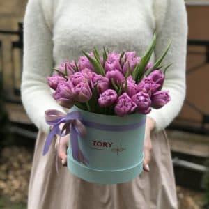 25 лиловых пионовидных тюльпанов в коробке