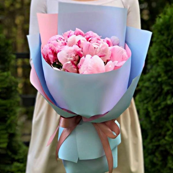 Букетик из розовых пионов Голландия