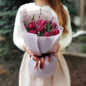 Букет 15 фиолетовых пионовидных тюльпанов